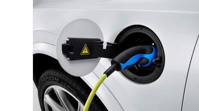 elektromos autót tölteni
